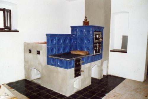 Realizace kachlových kamen a sporáku